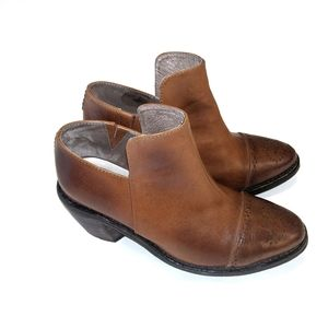 Initial Brown Leather Ankle Boots/Booties 6